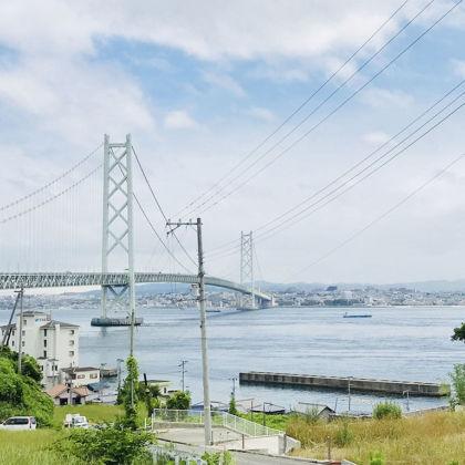 淡路島から見た明石海峡大橋