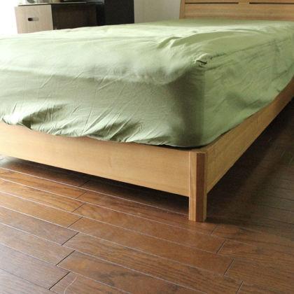 フレームの脚をカットして高さが10cm低くなったベッド