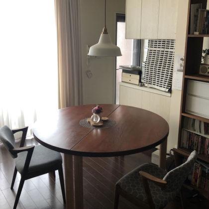 リメイクさせていただいたテーブルとお客様が合わせてご購入されたという椅子のお写真