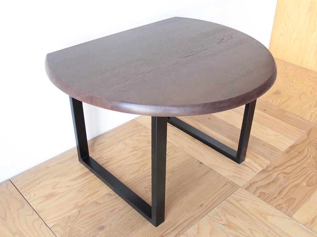 半円形ダイニングテーブルを一回り小さくリメイクしたテーブル