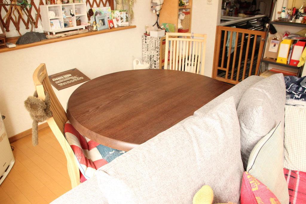 ダイニングテーブルが一回り小さくリメイクされ、お部屋の空間も広くなりました