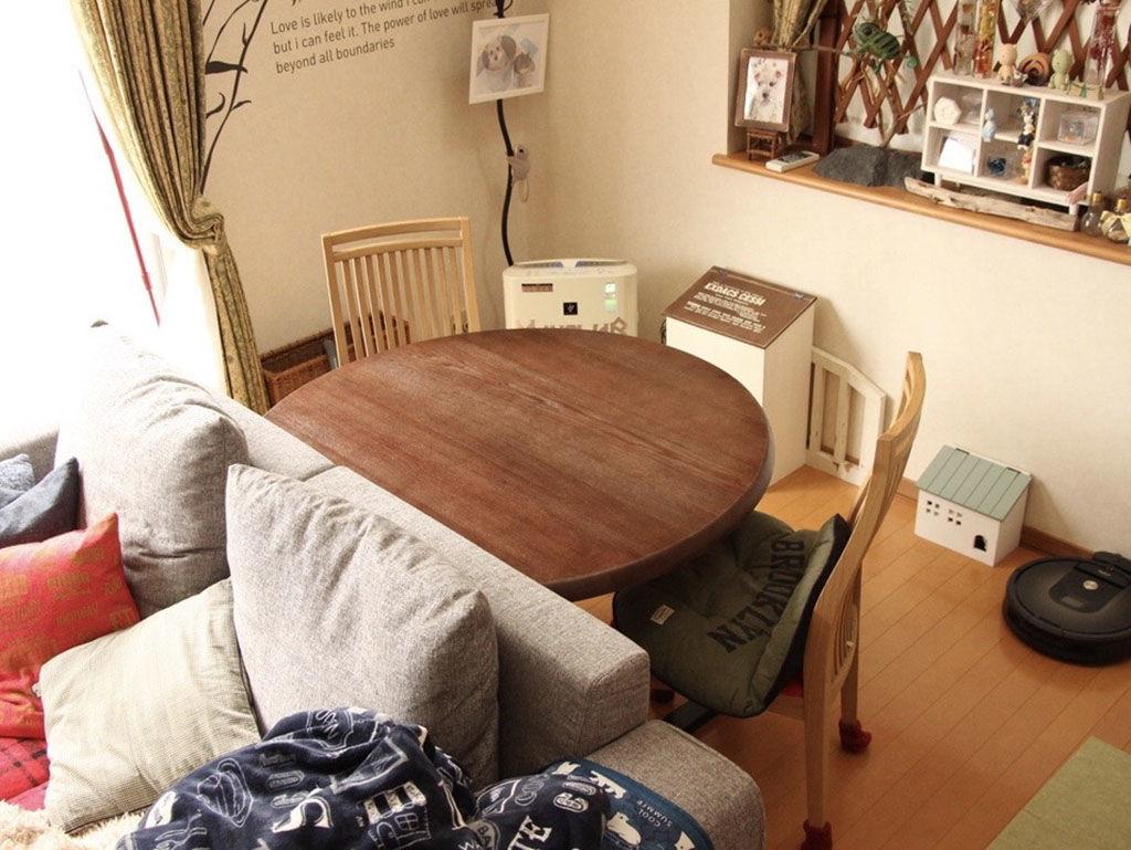 リメイクしてお部屋の他のインテリアとも相性ぴったりに仕上がったダイニングテーブル