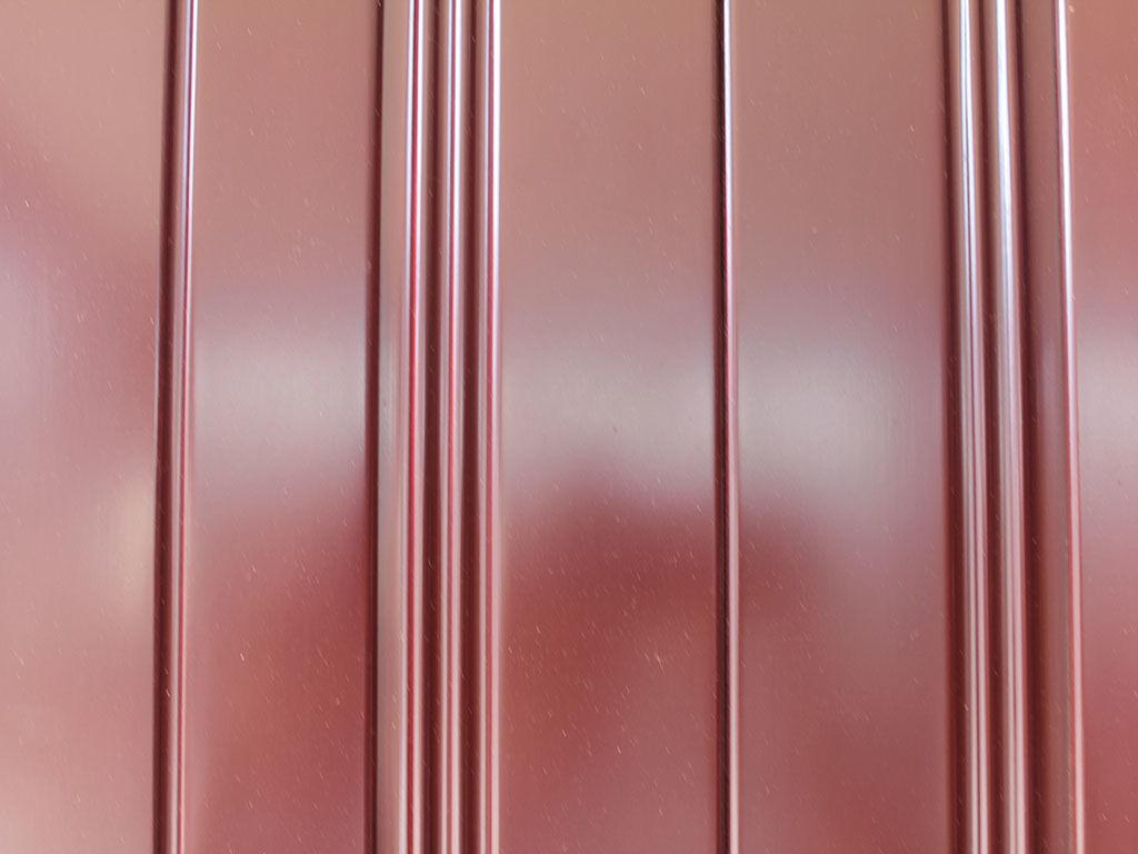 シンプルながら美しいラインが彫られた婚礼タンスの扉