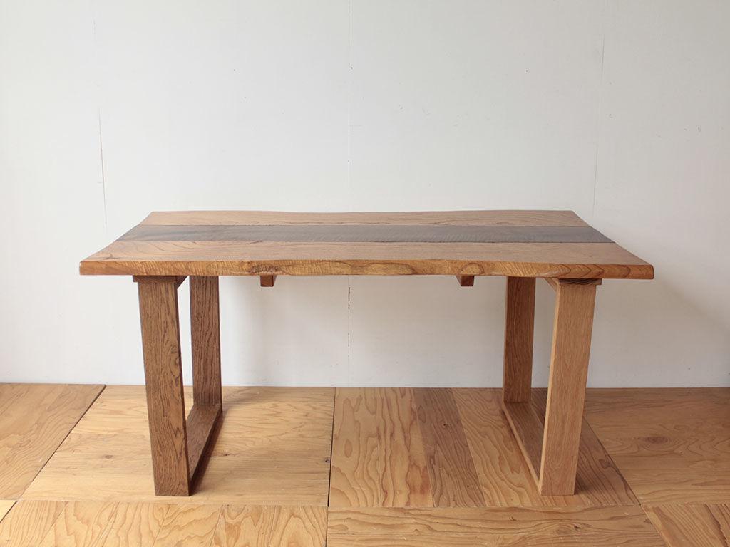 天板に2種類の木材が使われたテーブルのリメイク後