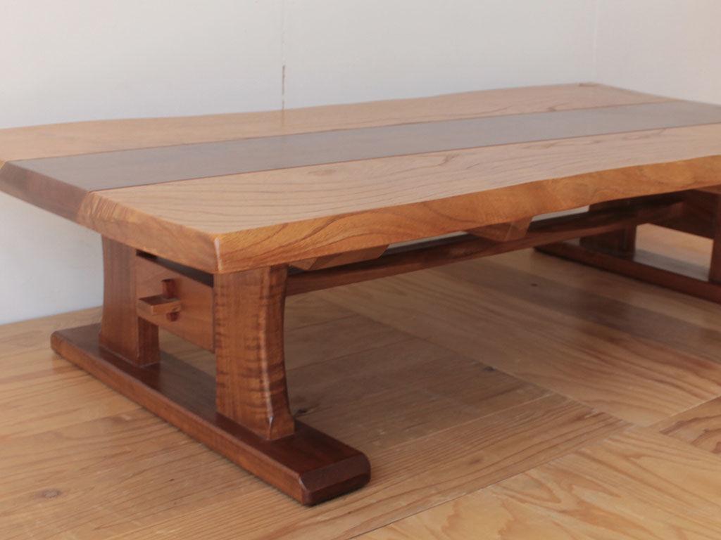 お客様のご親戚が作られたという無垢材が贅沢に使われたローテーブル