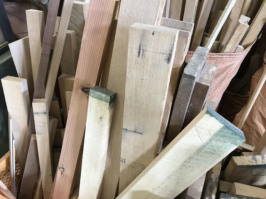 淡路島工房オニオンベースでたくさんの家具製作をする際に出る端材