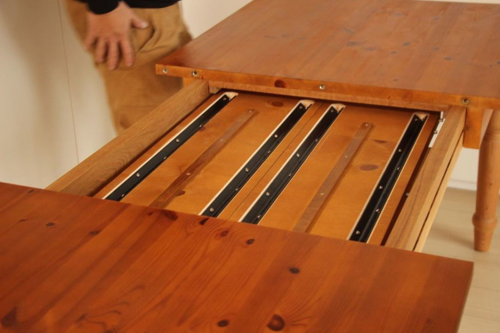 色々な種類のある伸縮式テーブル
