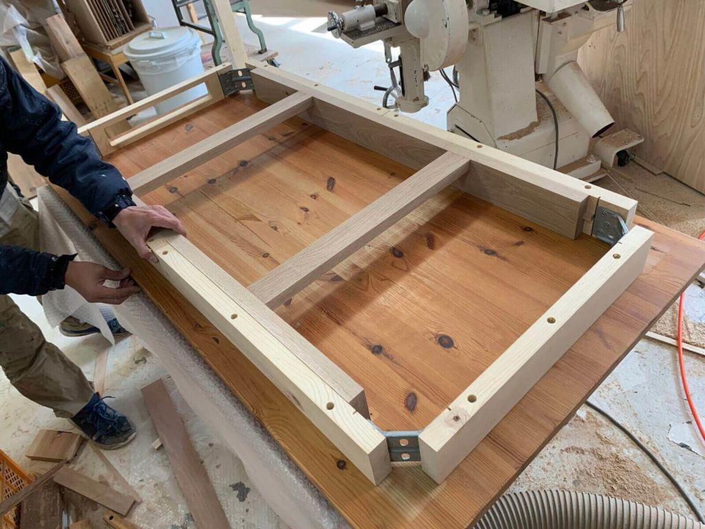 伸縮式でないダイニングテーブルを伸縮式にする過程