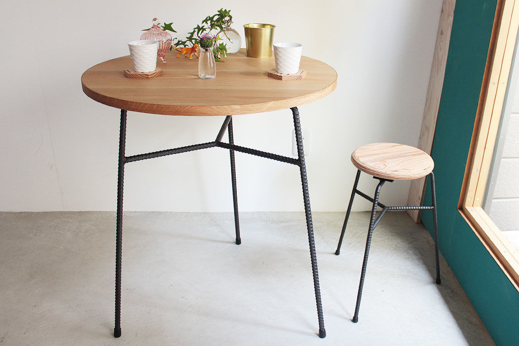 テーブルやスツールの脚に異形アイアンを使用した『FACTONIAシリーズ』