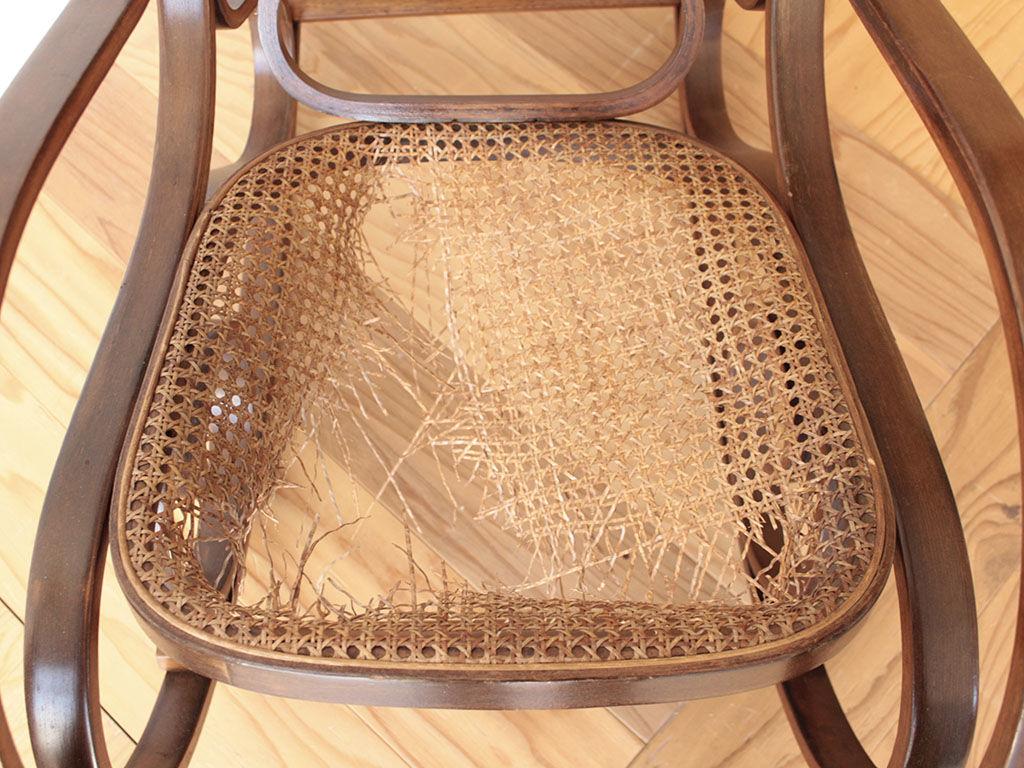ラタンが破れてしまった座面を座板ごと作り直すことに