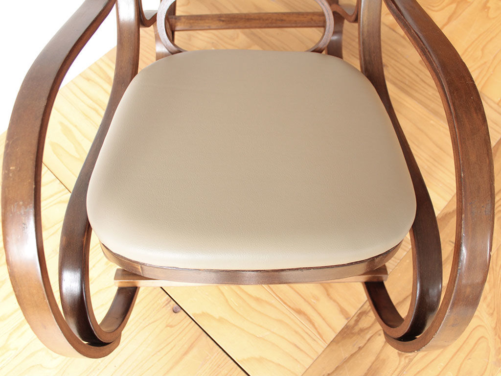 ロッキングチェアの座面に合わせて新しく座板を製作