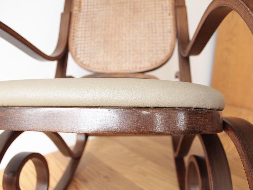 2種類のクッションを組み合わせてふかふかな座面のロッキングチェア
