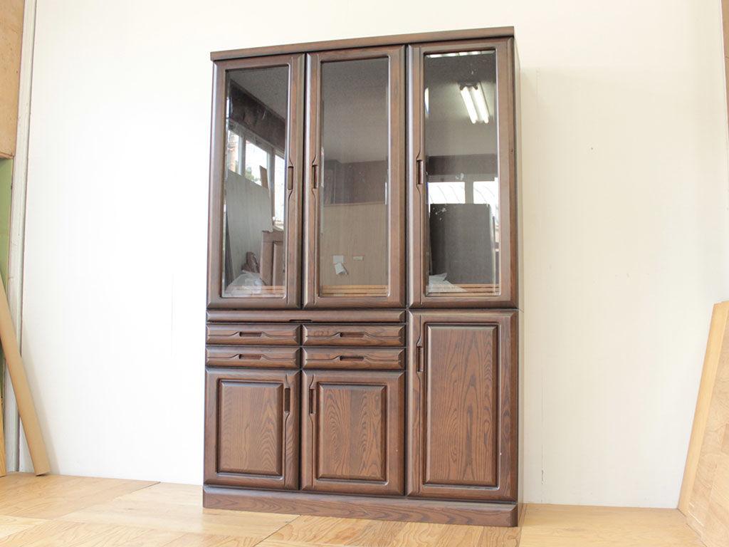 高さを小さく・全体の美装をご依頼いただいた食器棚のリメイクビフォー