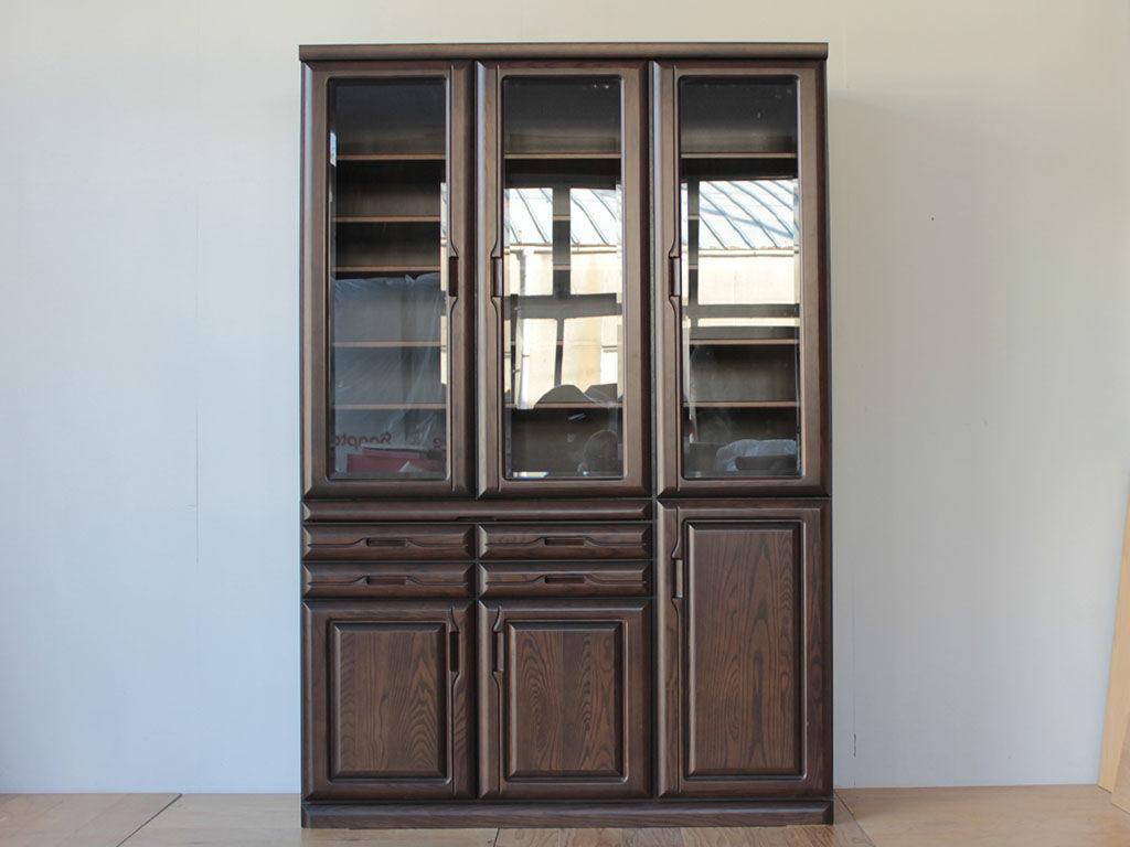 高さを小さく・全体の美装をご依頼いただいた食器棚のリメイクアフター