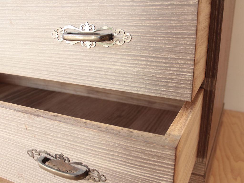 木肌が美しく湿度調整にも優れる桐タンス
