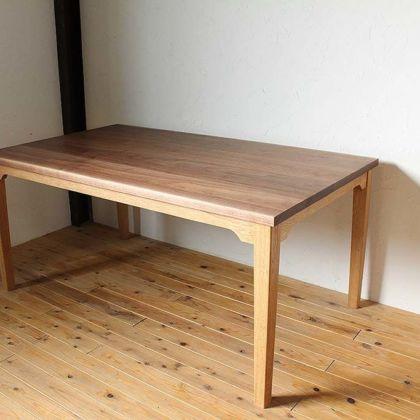 無垢ウォールナット天板×オーク脚のダイニングテーブル 家具オーダーメイド事例:M010
