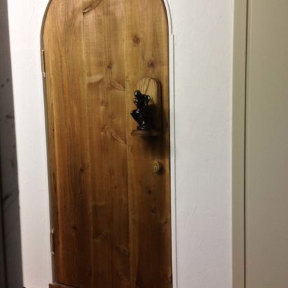 「考える人」取っ手の無垢材ドア 家具オーダーメイド事例:M017