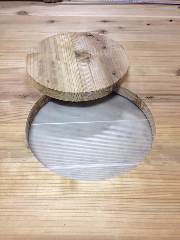 無垢材の巨大なミーティングテーブル中央コード通し穴