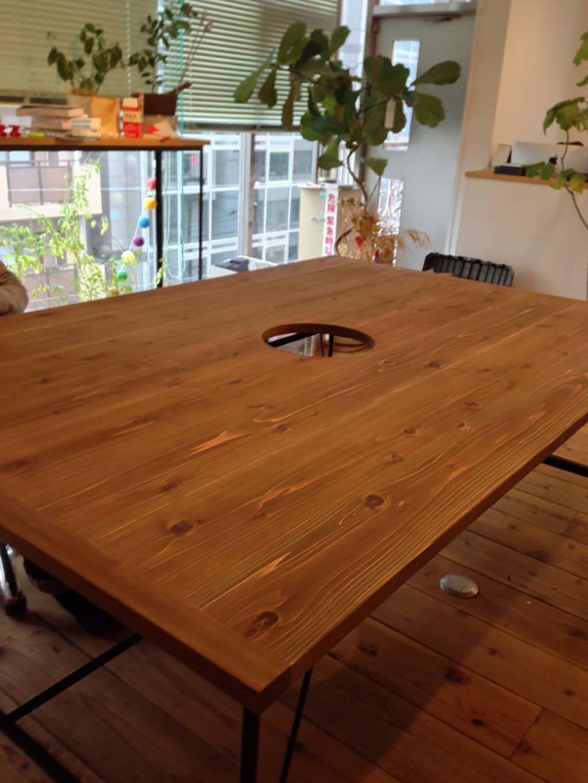 無垢材の巨大なミーティングテーブルオーダーメイド事例:M021