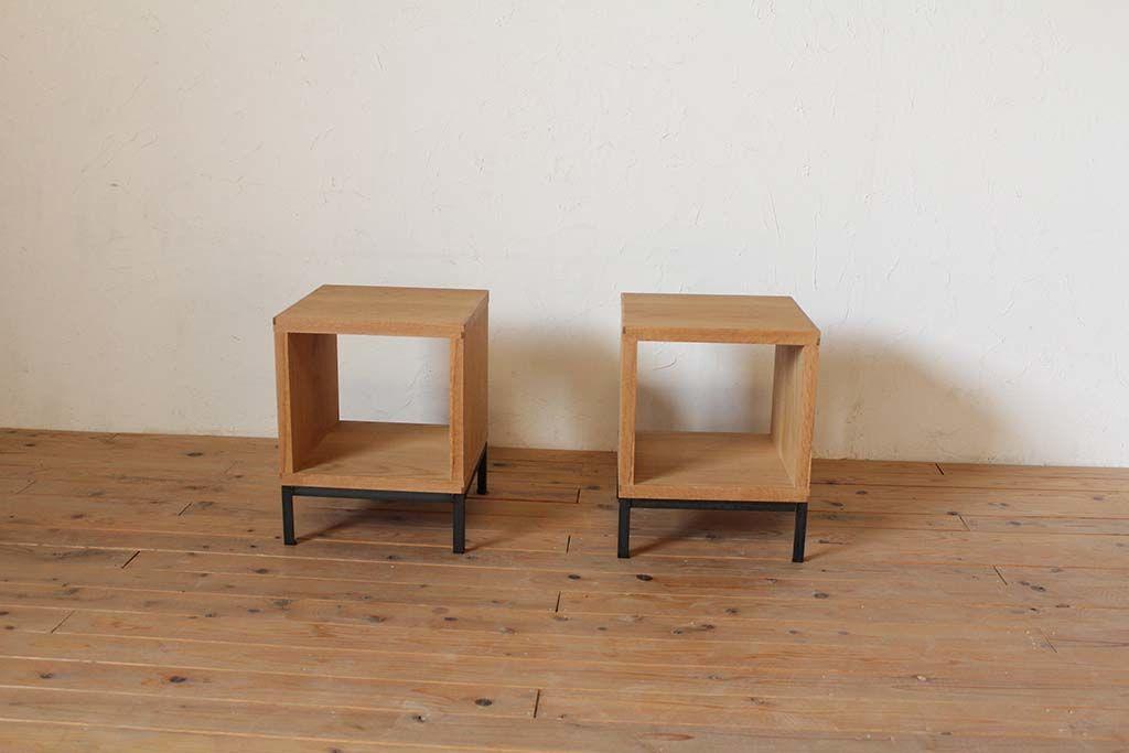 アイアン脚とオーク材の四角いローテーブル