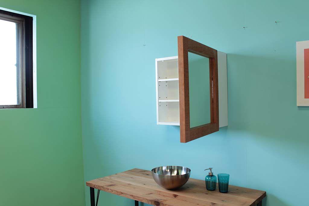 無垢チェリーの壁掛け洗面ミラー扉の開閉