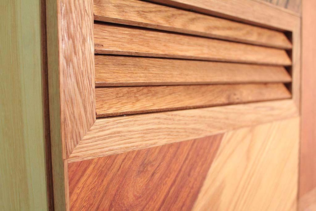 モザイク扉の個性的な下駄箱空気穴の無垢オーク材格子