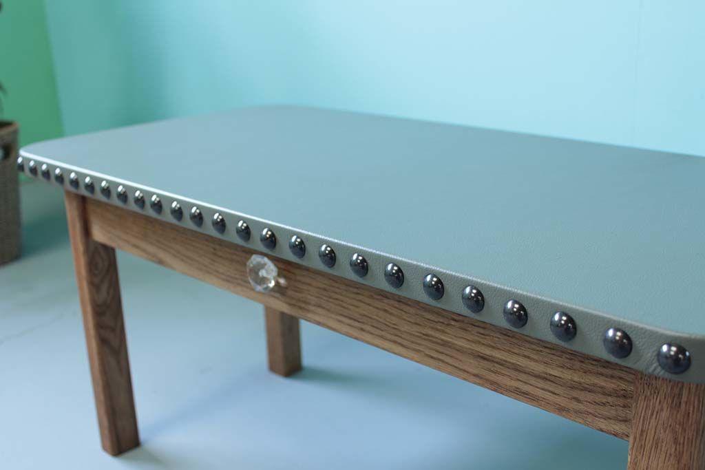 レザー天板鋲打ち引き出しガラス取っ手のローテーブル