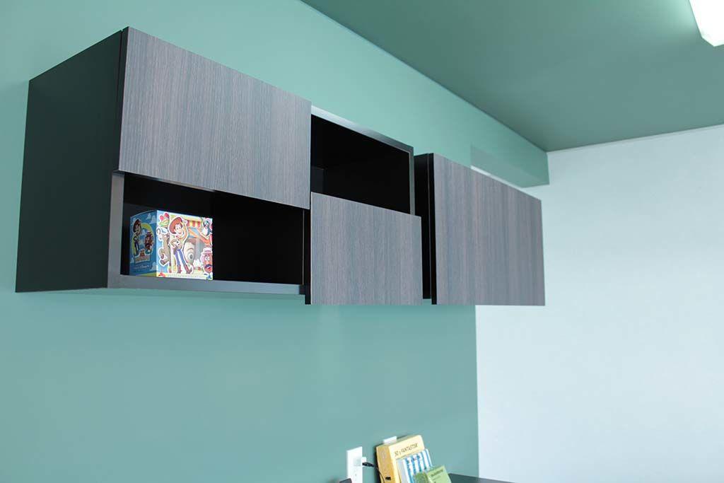 壁面取り付けのキッチン収納棚