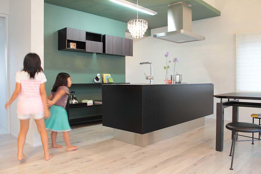 オーダーメイドのキッチンに合わせて背面収納オーダーメイド事例:M038