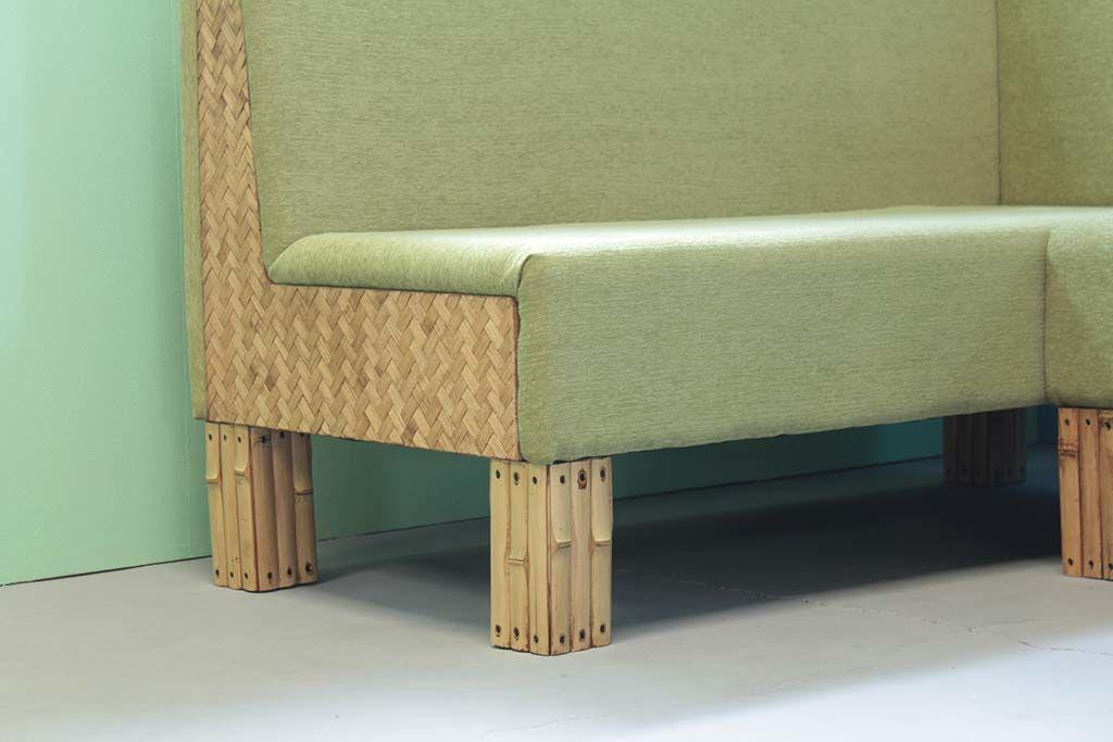 脚やフレームにバンブーを使用したソファ
