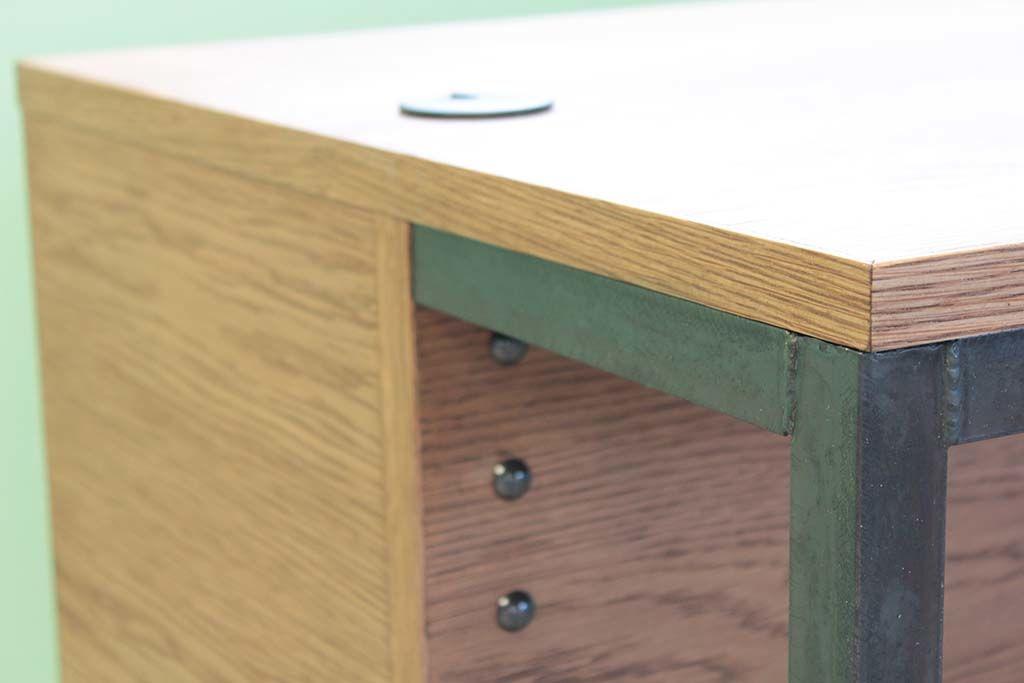店舗カウンターテーブルテーブル側に黒皮鉄のアイアン脚