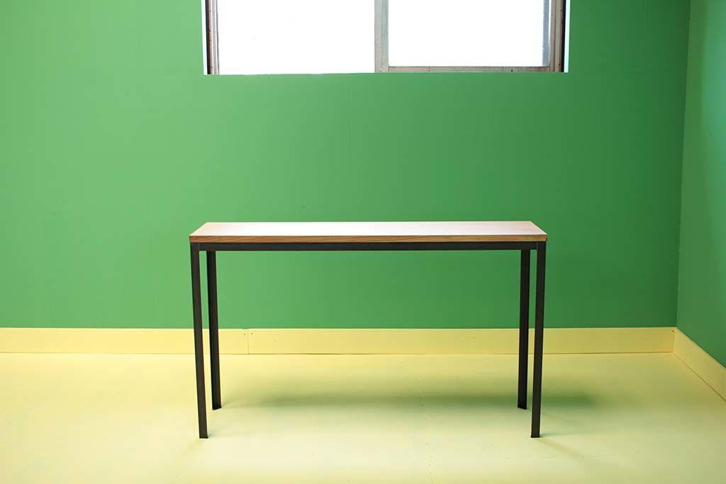 アイアン脚とナチュラルオーク材の細身サイズオーダーのテーブル