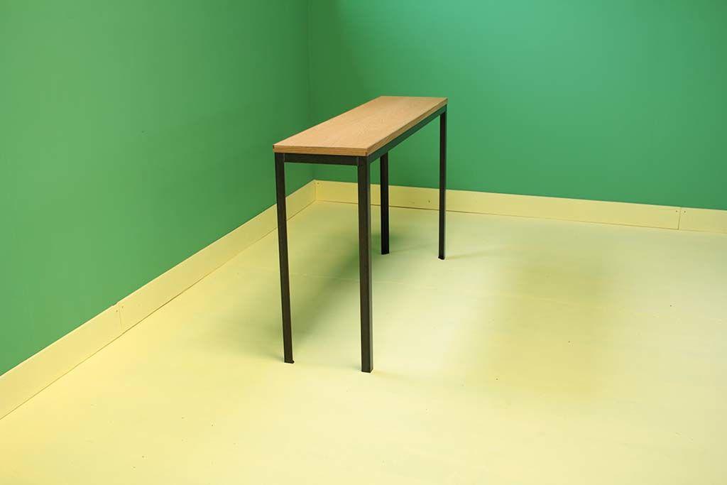 アイアン脚とナチュラルオーク材の細身サイズのテーブル