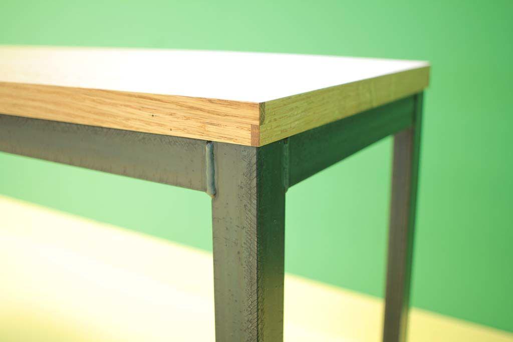 オーク材無垢面ぶちと黒皮アイアン脚テーブル