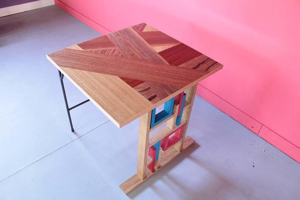 テーブル天板はウォールナットやチェリー材のモザイク天板
