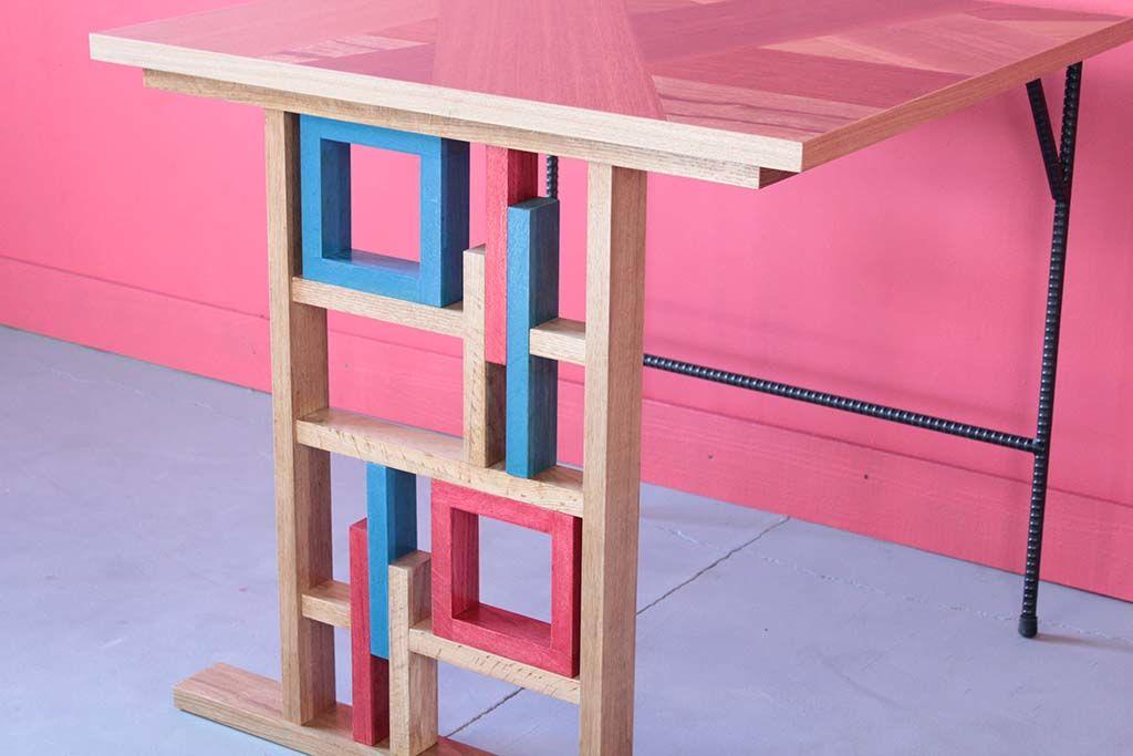 飲食店テーブルの個性的なテーブル脚