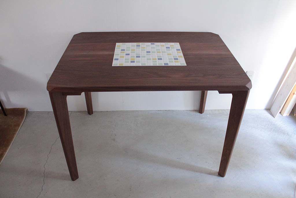 無垢ウォールナットのタイルダイニングテーブル