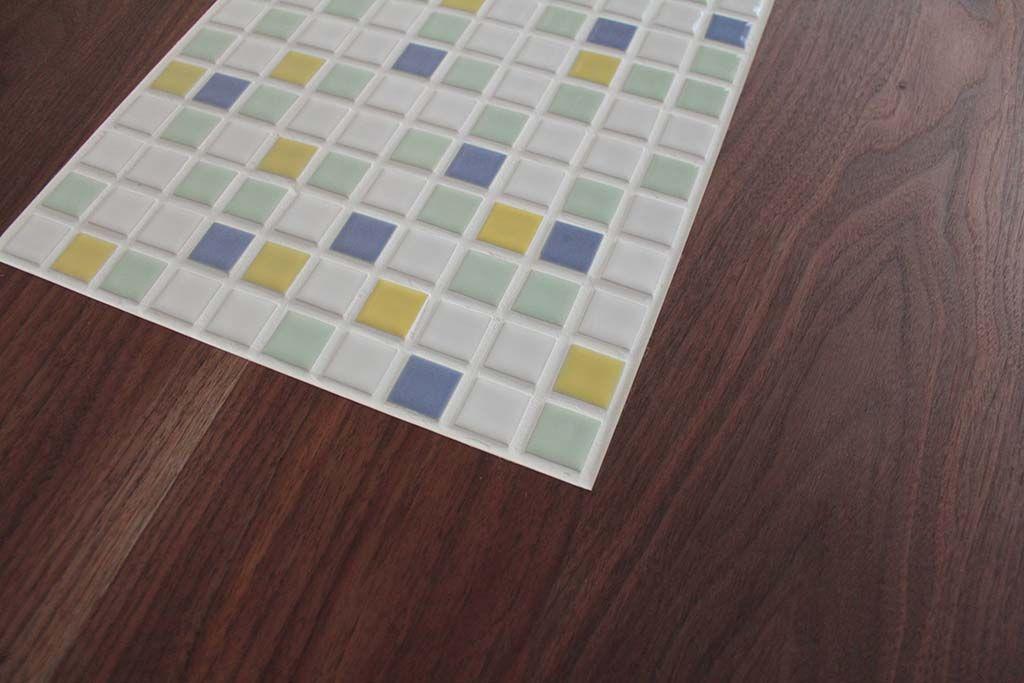 無垢ウォールナットとタイルテーブル天板アップ画像