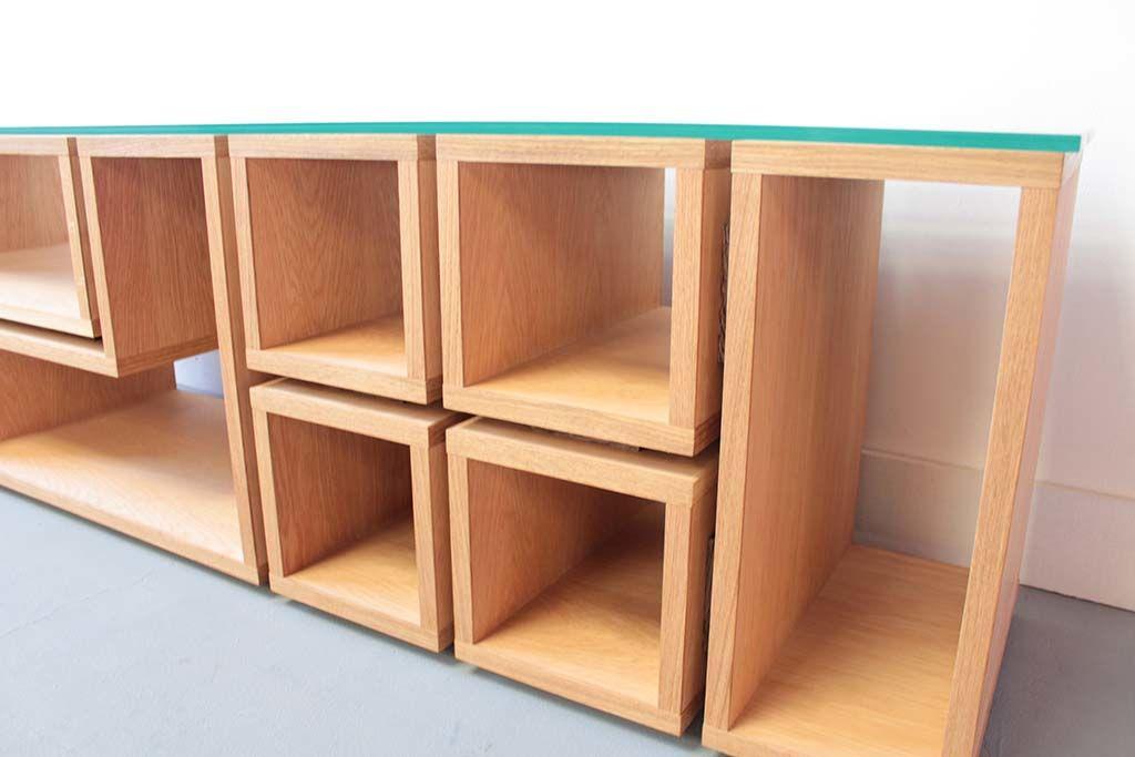 オーク材のナチュラル色のテレビボード