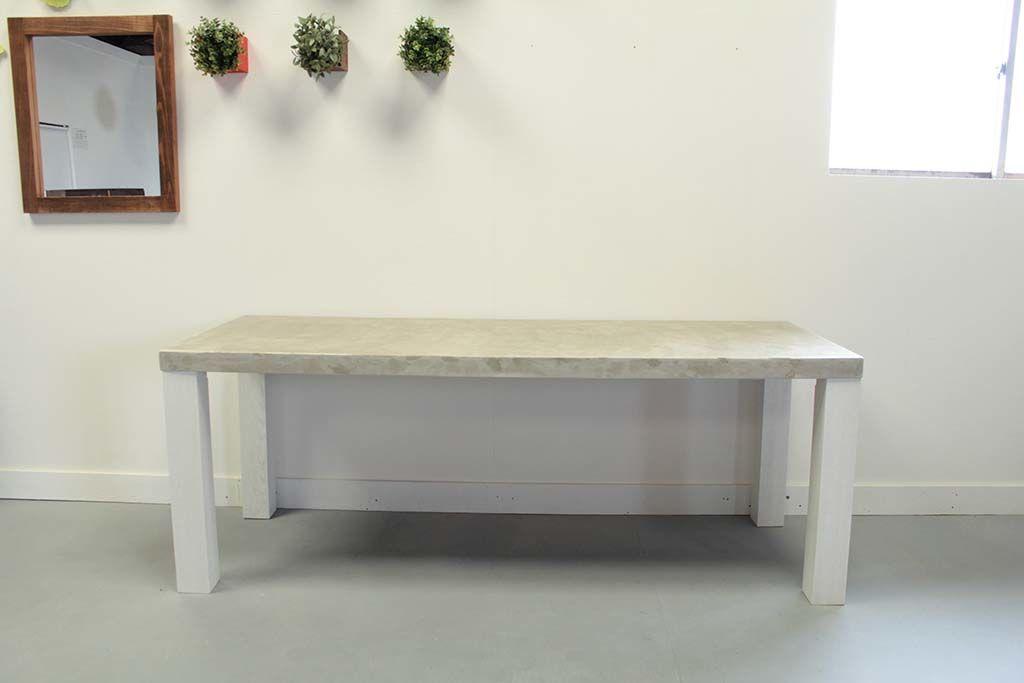 セメント天板のダイニングテーブル