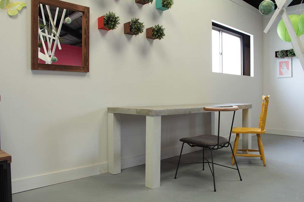 セメント天板白脚おしゃれダイニングテーブル