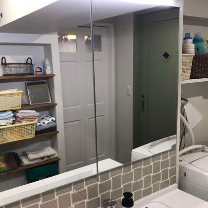 洗面台正面の収納付き壁面ミラーオーダーメイド事例:M072