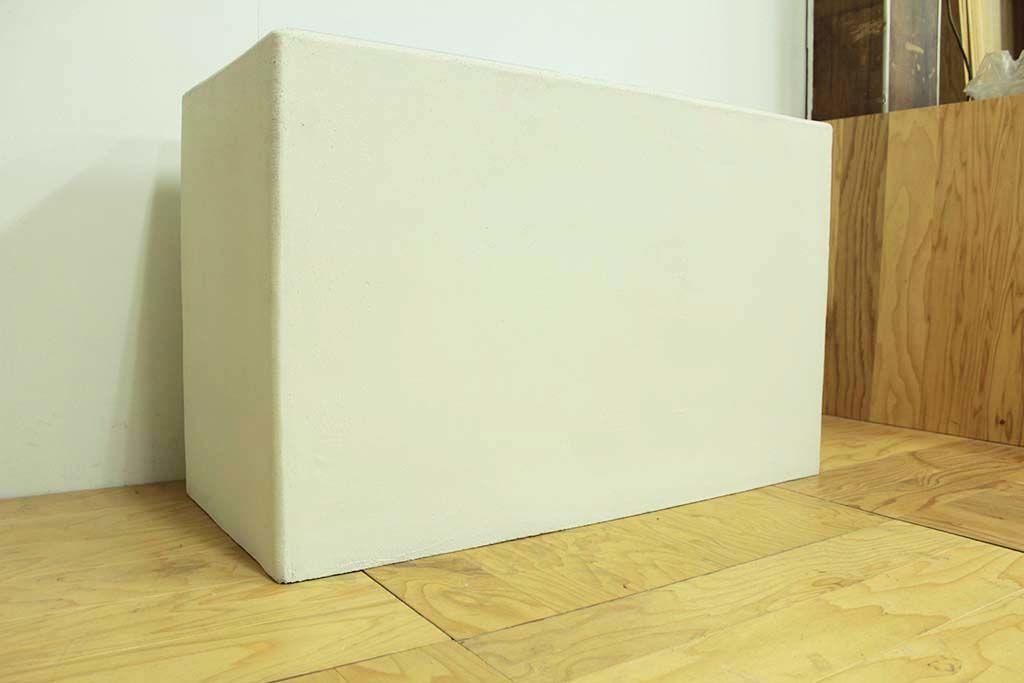 白色に塗装したモルタル水苔水槽
