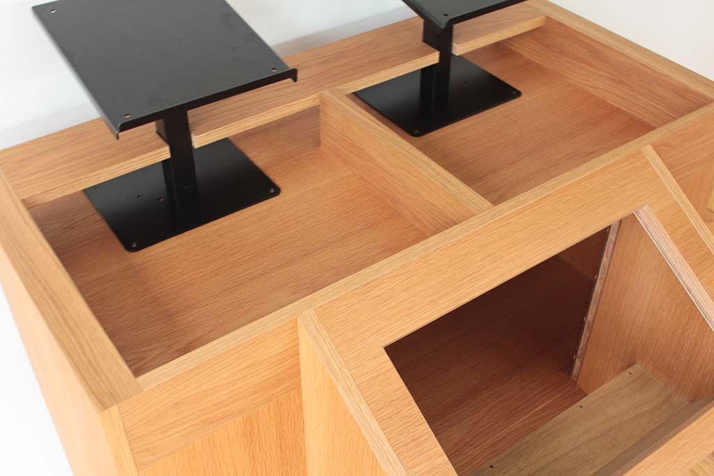 ターンテーブルとCDJスタンド付きDJブース