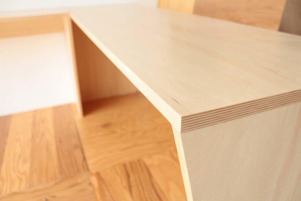 壁面ディスプレイテーブルシナ合板ウレタン仕上げ