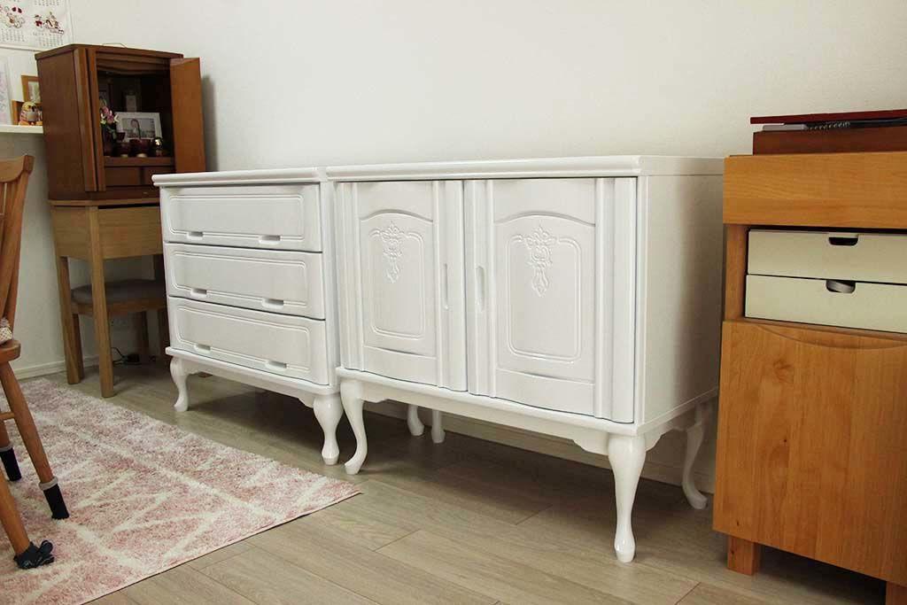 婚礼家具開き扉箪笥をホワイトエナメル猫脚キャビネットへリメイク納品画像