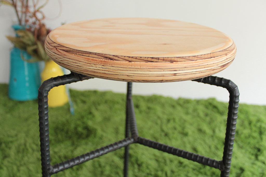 使い込むごとに味わいの増す木製座面