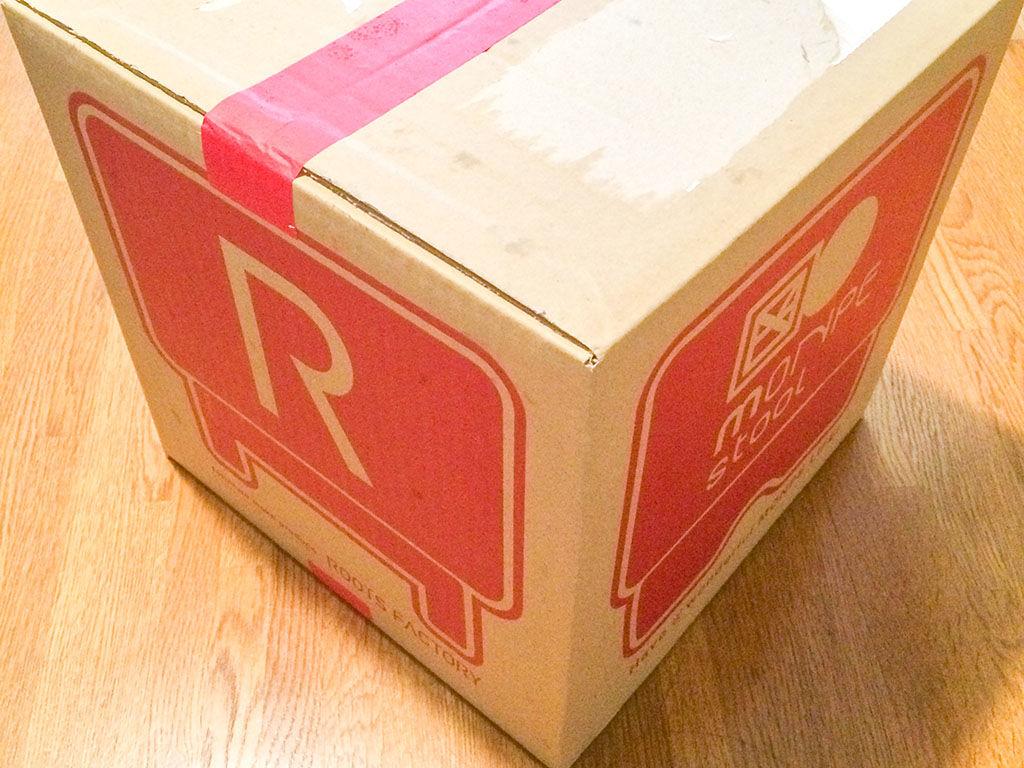 オンラインショップで購入して届いた可愛い箱に入った『モンペスツール』