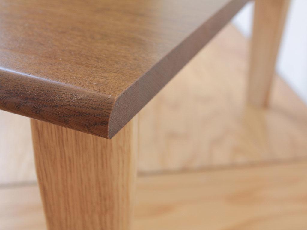 コーナーテーブルとしても使えるコーヒーテーブル