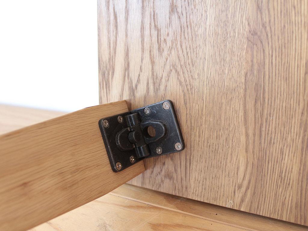 折りたたみ式コーヒーテーブルの脚の金具